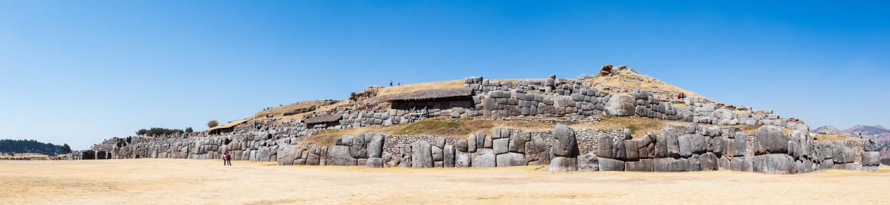 Notemment dans les murs d'enceinte de la forteresse de Sacsayhuamán qui se situe à 3700m d'altitude juste à côté de Cuzco