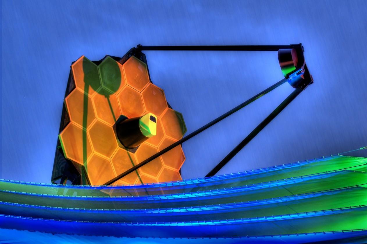 Une photo HDR d'un modèle taille réelle du télescope