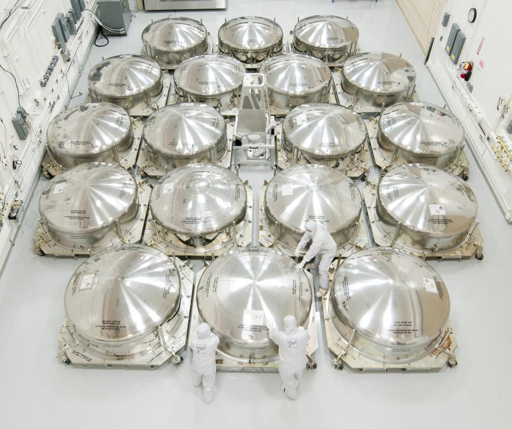 Les cuves de stockage des miroirs finaux pour le transport