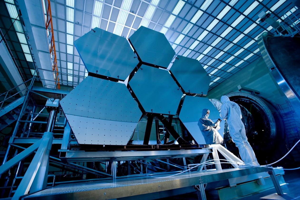 Les miroirs sont refroidis à 24 Kelvins pour vérifier leurs déformations dans l'espace