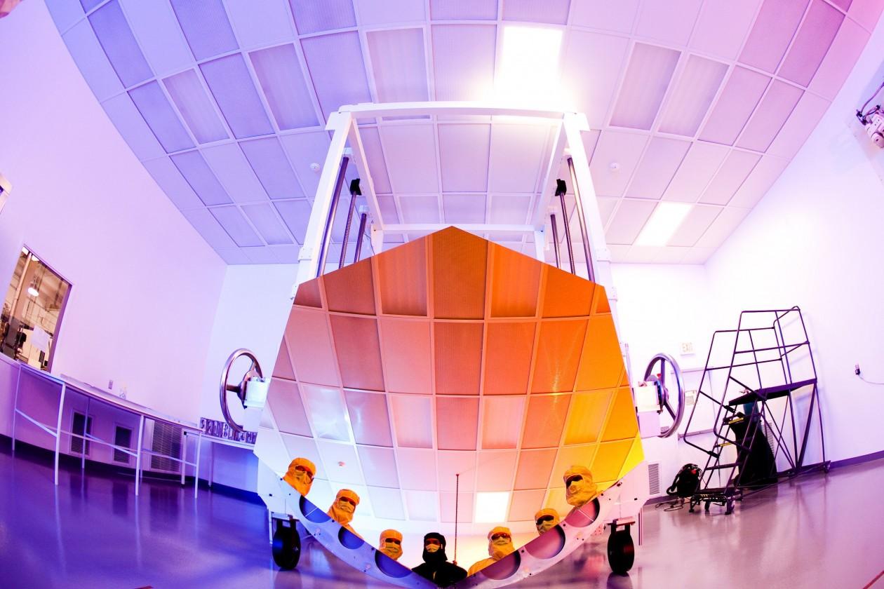 Un miroir supplémentaire destiné aux essais d'assemblages avec l'équipe du fabriquant