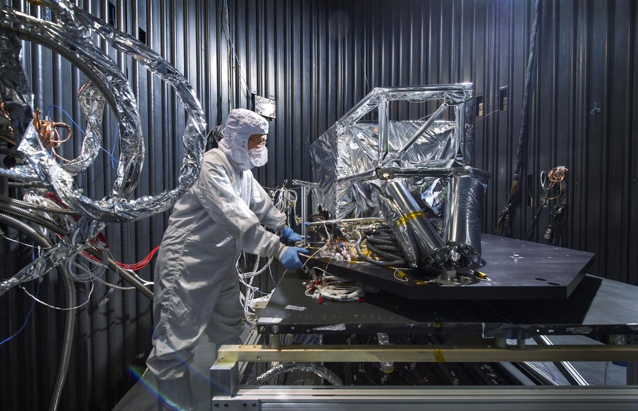 """Test du bouclier thermique du """"Mid Infrared Instrument"""""""