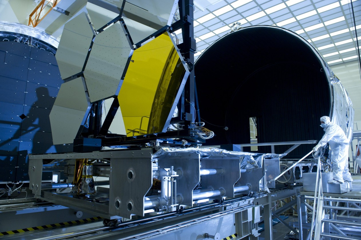 assemblage-construction-james-webb-telescope-espace-40