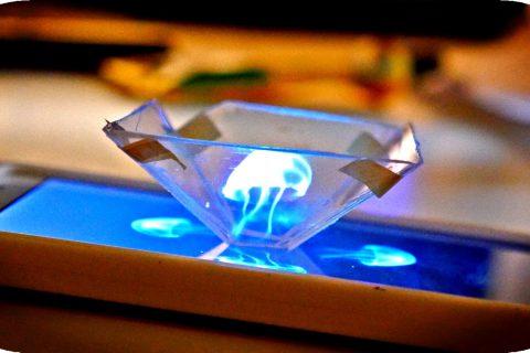 Créez des hologrammes avec votre téléphone et un boitier de CD