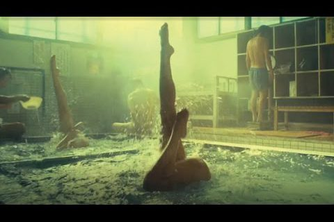 De la natation synchronisée dans les sources chaudes du Japon