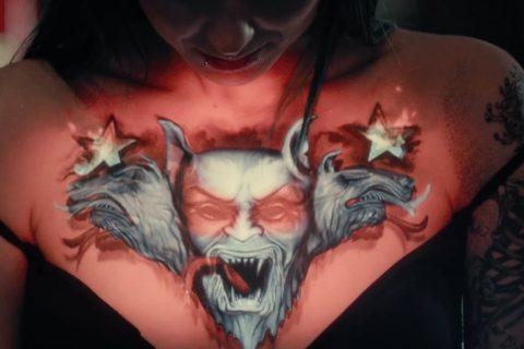 Des tatouages s'animent en projection