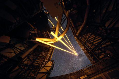 eso-vlt-laser-telescope-01