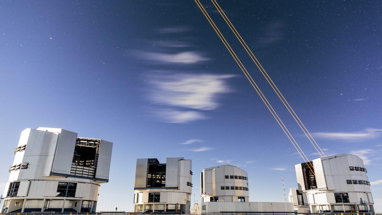 eso-vlt-laser-telescope-05