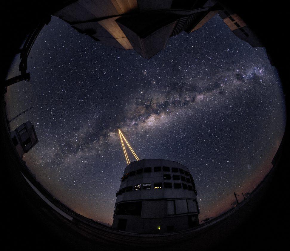 eso-vlt-laser-telescope-06