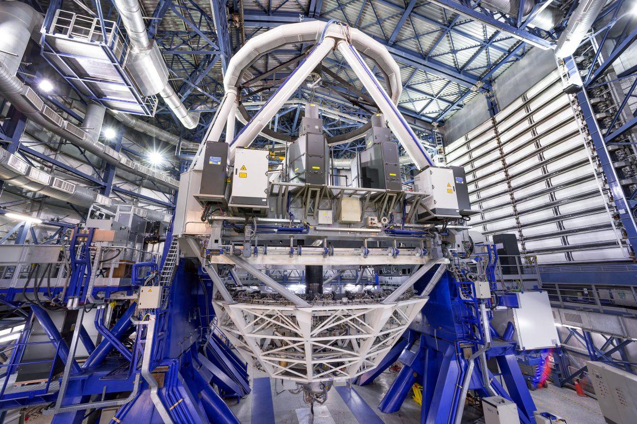 eso-vlt-laser-telescope-07