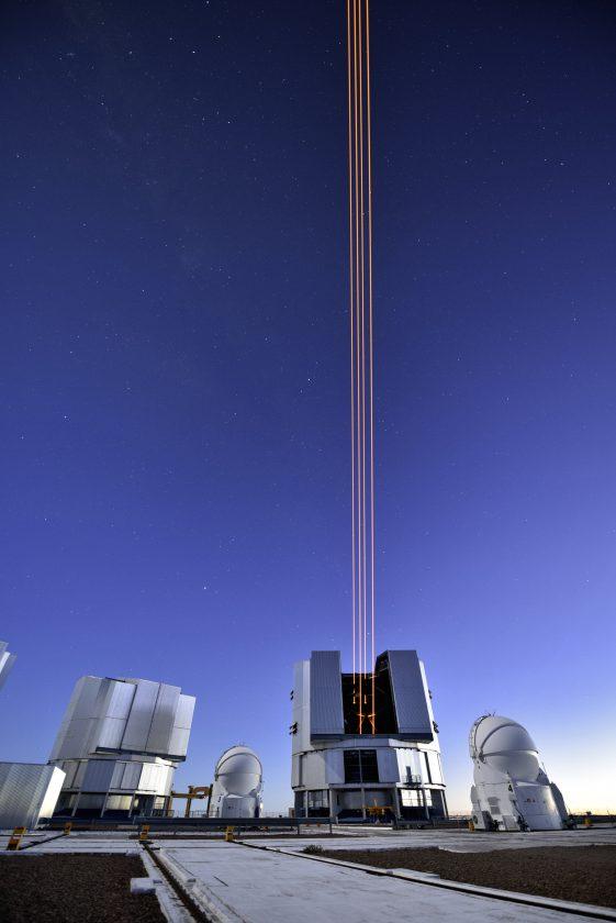 eso-vlt-laser-telescope-08
