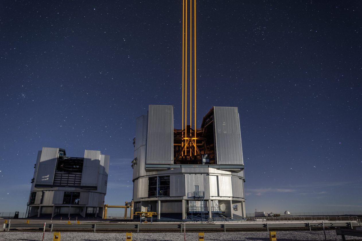eso-vlt-laser-telescope-09