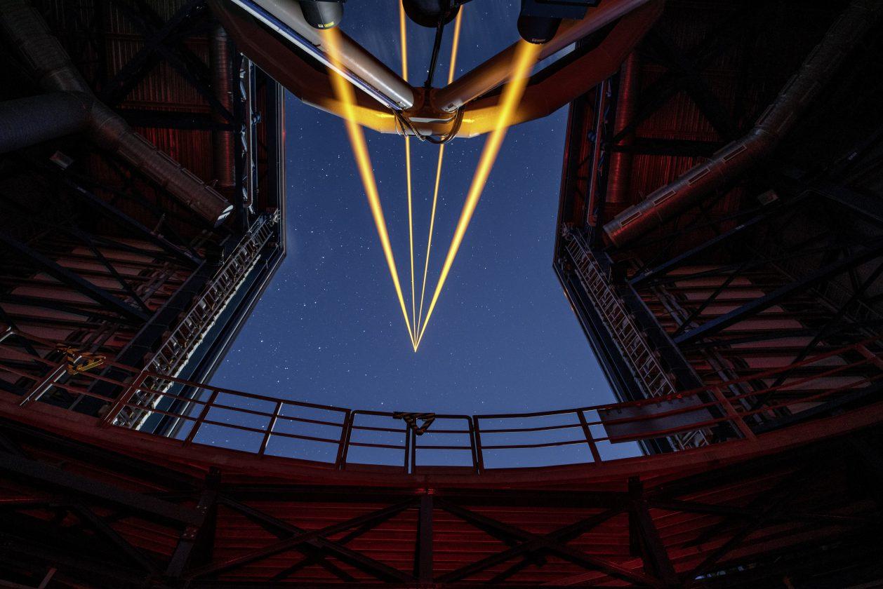 eso-vlt-laser-telescope-10