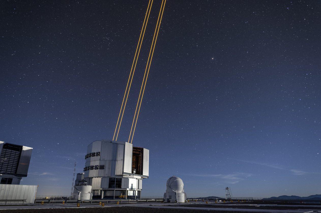 eso-vlt-laser-telescope-11
