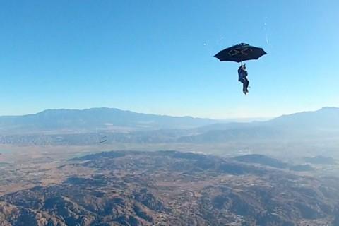 Est ce qu'un parapluie fonctionne comme parachute ?