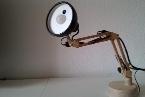 Un robot lampe Pixar à reconnaissance faciale