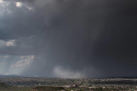 Une avalanche de pluie pendant un micro-orage