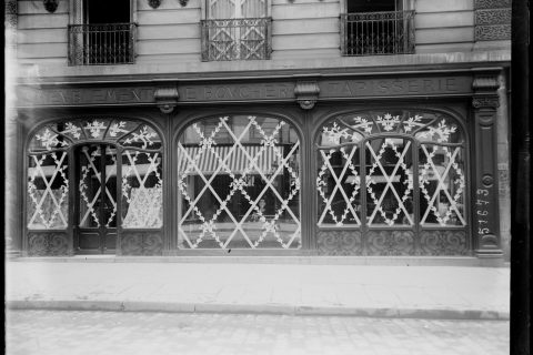 protection-vitrine-bombardement-guerre-paris-01