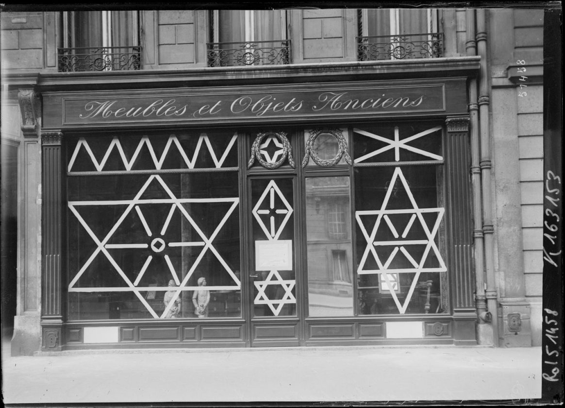 protection-vitrine-bombardement-guerre-paris-02