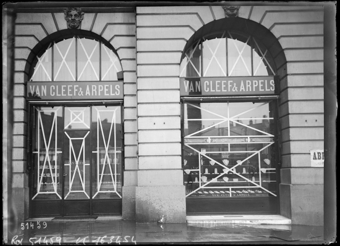 protection-vitrine-bombardement-guerre-paris-28
