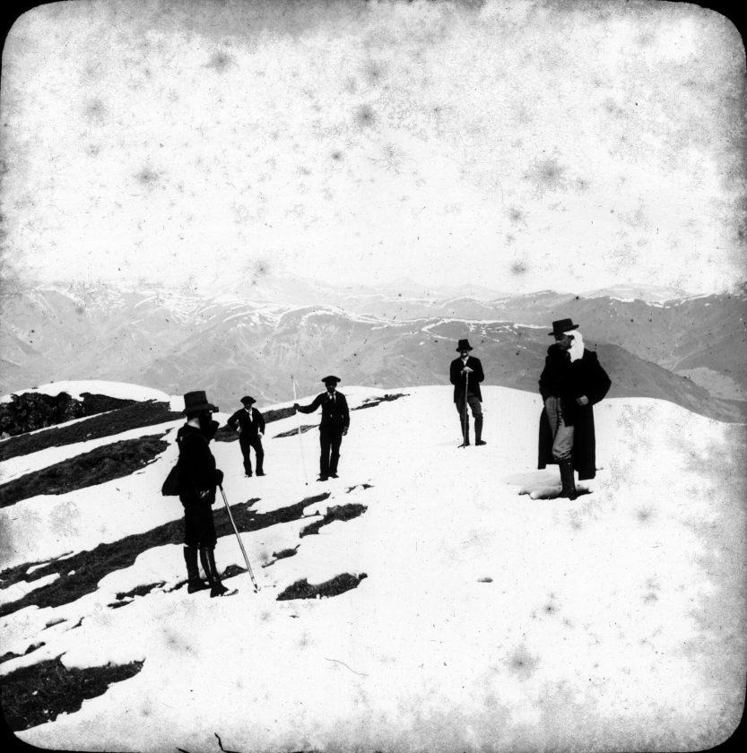 Au sommet du Céciré  doct. Bosset, Ancely fils, Henri, Barthélemy et son fils, mars 1893. Cliché Ancely