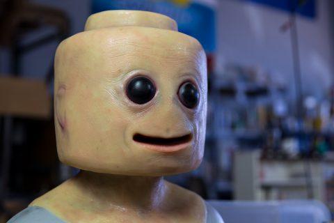 Ce cosplay entre la figurine Lego et l'humain est bien dérangeant