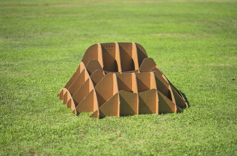 carton-chaise-herbe-07