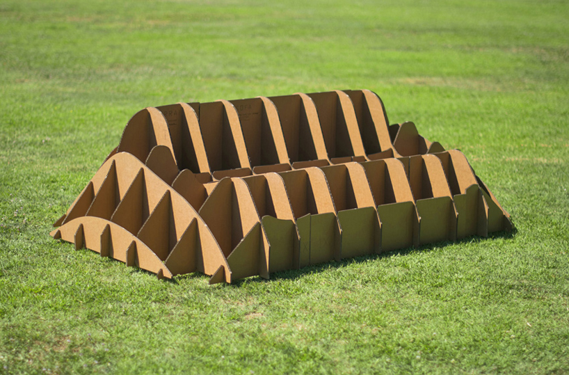 carton-chaise-herbe-08