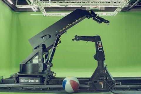 Deux robots découvrent un ballon