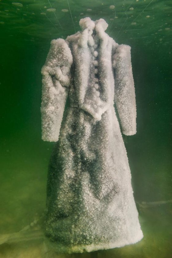 robe-sel-sculpture-mer-morte-07