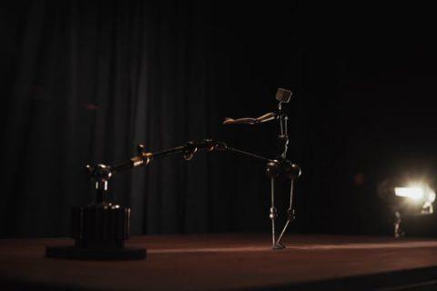 La danse d'une marionette d'animation