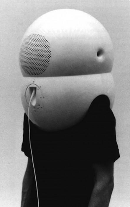 walter-pichler-casque-piece-tv-01