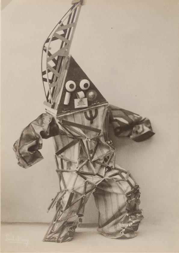 avant-guarde-costume-minya-diez-duhrkoop-04