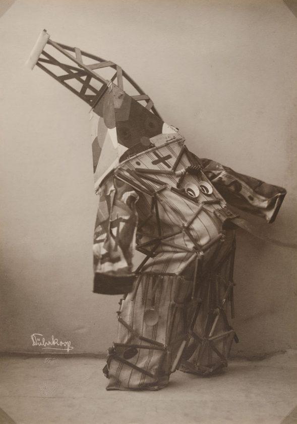 avant-guarde-costume-minya-diez-duhrkoop-05