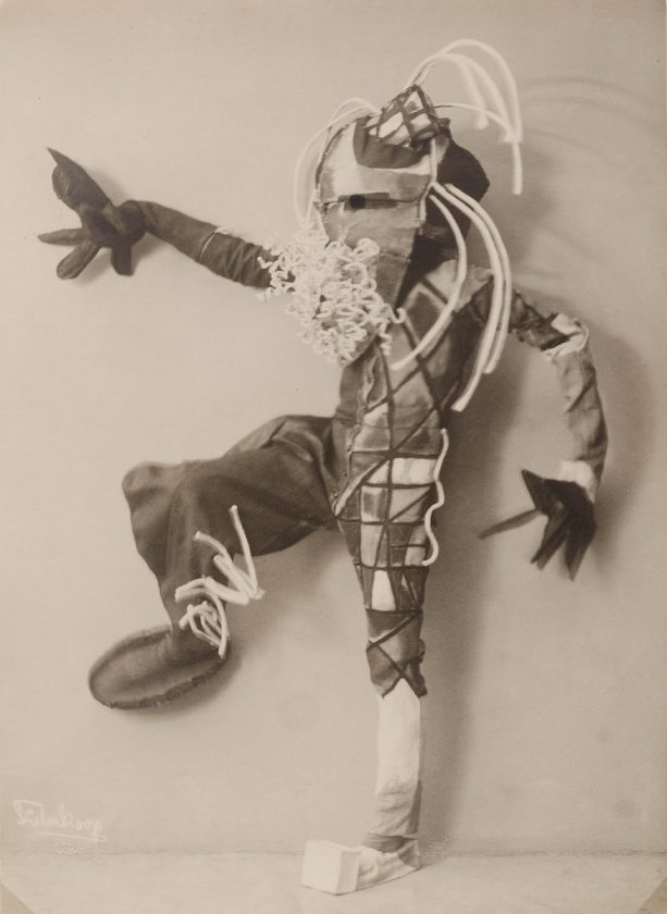 avant-guarde-costume-minya-diez-duhrkoop-06