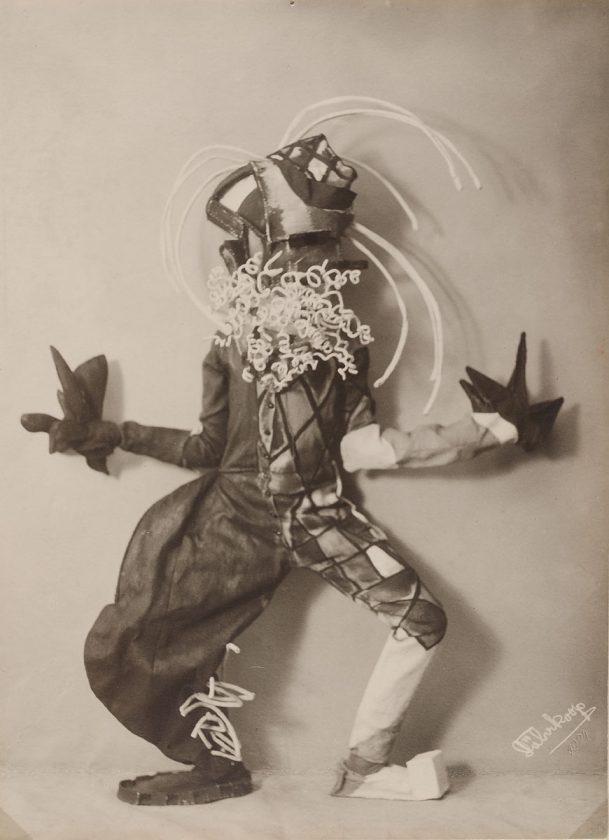 avant-guarde-costume-minya-diez-duhrkoop-07