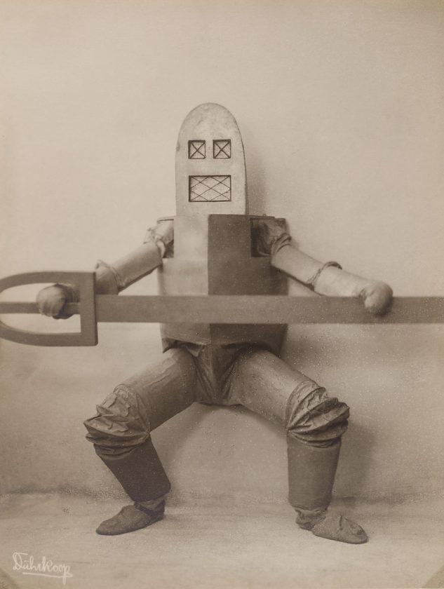avant-guarde-costume-minya-diez-duhrkoop-08