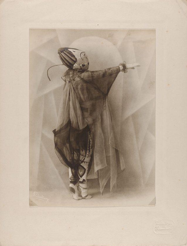 avant-guarde-costume-minya-diez-duhrkoop-15