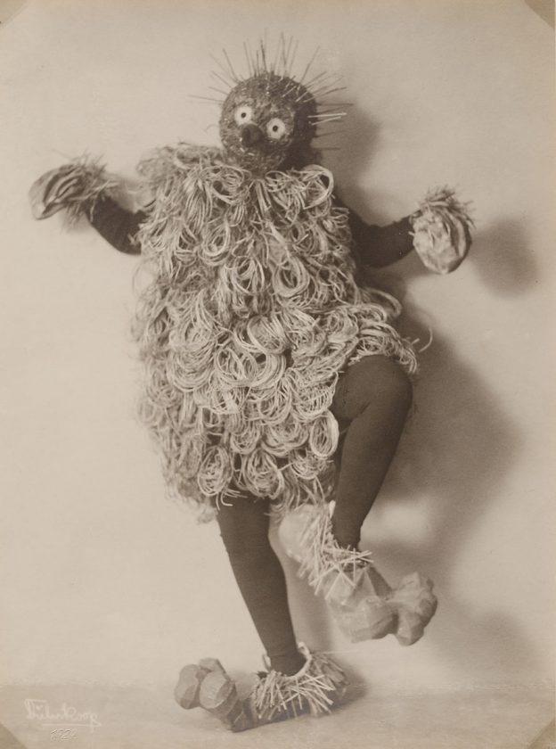 avant-guarde-costume-minya-diez-duhrkoop-16