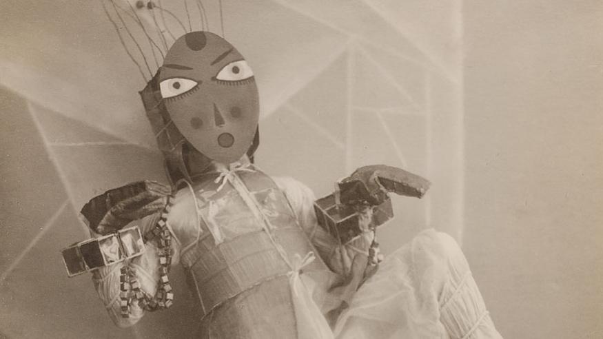 avant-guarde-costume-minya-diez-duhrkoop-fea