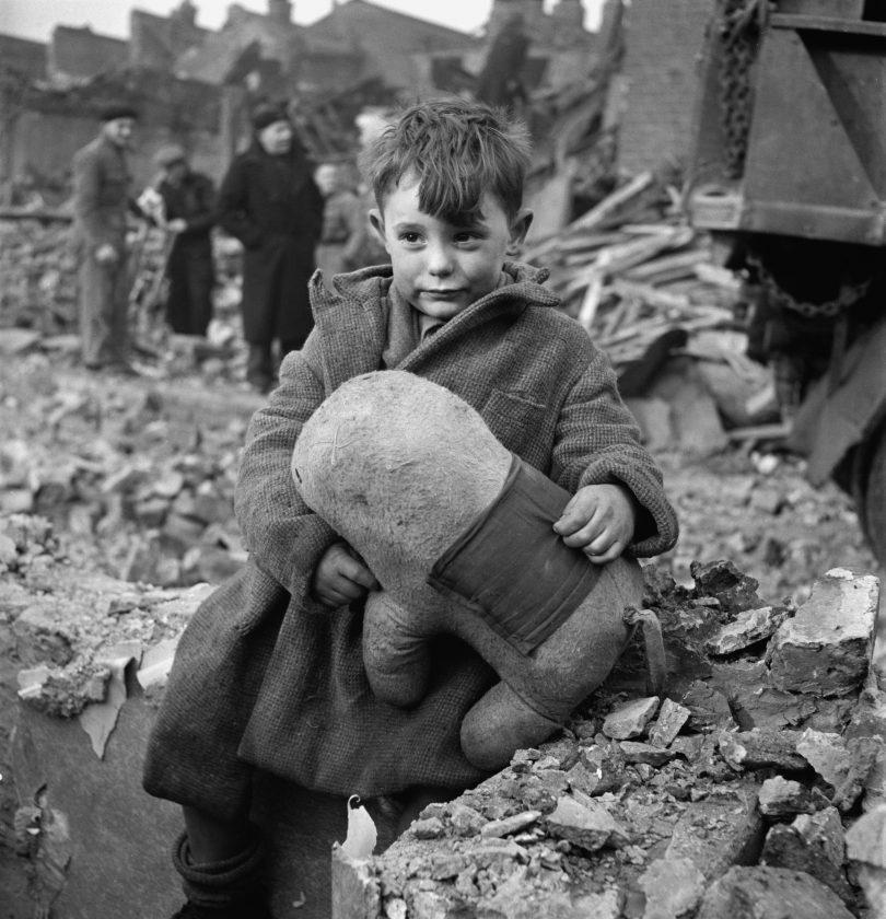 toni-frissel-enfant-orphelin-londres-bombe-01