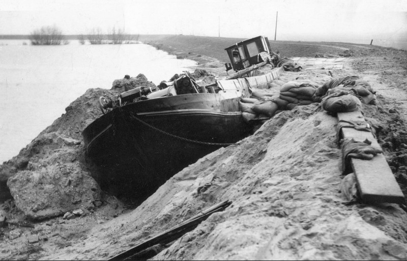 mer-noire-jetee-innondation-bateau