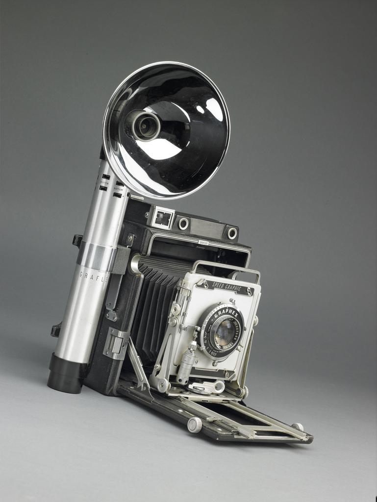 Le sabre laser original de Star Wars est un appareil photo ! (vidéo) By La boite verte Sabre-laser-graphlex-02
